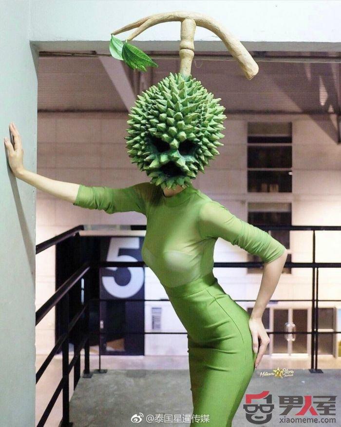 泰国奇葩榴莲面具太火 著名性感女星戴上也撩人